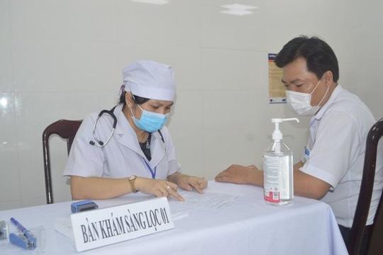 Cần Thơ tiêm vắc xin phòng COVID-19 cho nhân viên y tế