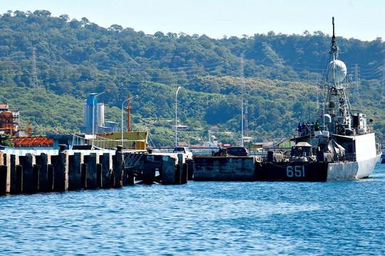 Còn 15 giờ trước khi tàu ngầm Indonesia mất tích cạn oxy, quân đội Mỹ tham gia tìm kiếm
