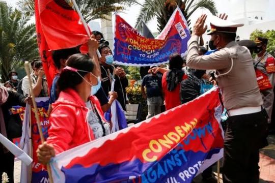 Cảnh sát Indonesia chặn cuộc biểu tình khi lãnh đạo quân đội Myanmar tới dự hội nghị ASEAN