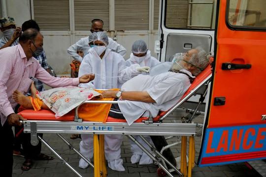 Không có thêm kỷ lục mắc COVID-19 và tử vong, Ấn Độ vẫn nhận cảnh báo đáng sợ khi oxy đến từ Anh