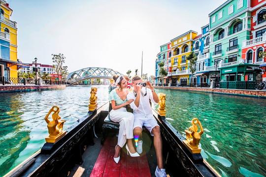"""""""Tình bể bình"""" với hành trình du ngoạn kênh đào Venice – sắc Ý giữa lòng Đảo Ngọc"""