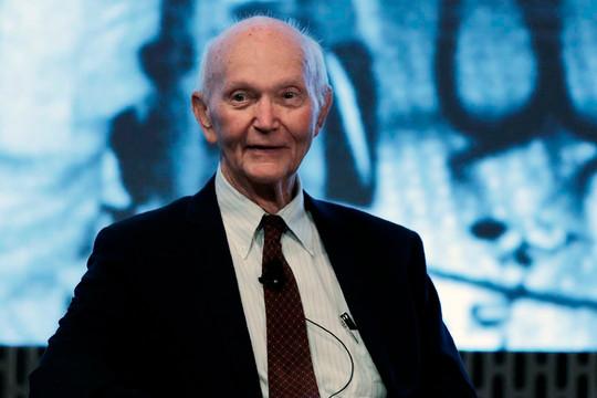 Phi hành gia Michael Collins trong sứ mệnh Apollo 11 lịch sử qua đời
