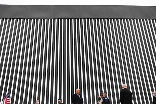 Ông Biden hủy bỏ dự án xây tường biên giới của ông Trump