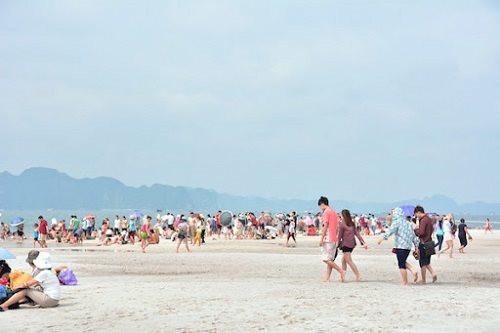 Quảng Ninh chỉ đạo khẩn không tập trung đông người tại các bãi tắm