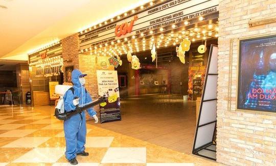 TP.HCM: Các rạp chiếu phim, tiệm massage... ngừng hoạt động từ 18h hôm nay