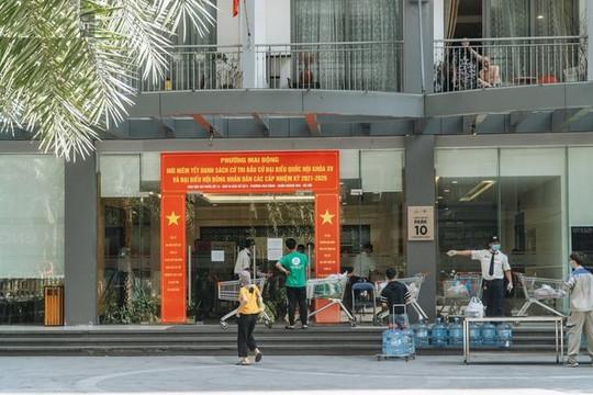 Hà Nội phong tỏa một tòa nhà, người đủ 14 ngày cách ly vẫn không được di chuyển