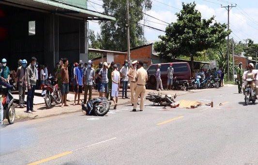 Vĩnh Long: Bị thương do xe máy tai nạn văng trúng