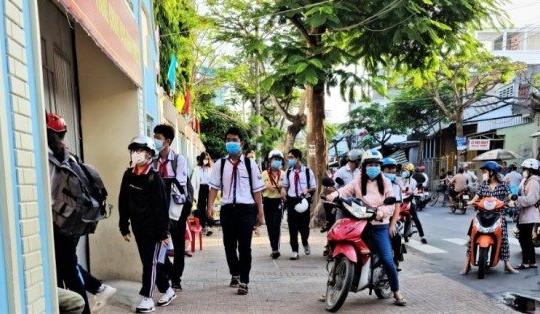 Sóc Trăng: 11 giáo viên và 52 học sinh phải cách ly tại nhà