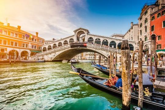 Ý sẽ mở cửa trở lại cho du khách nước ngoài từ giữa tháng 5