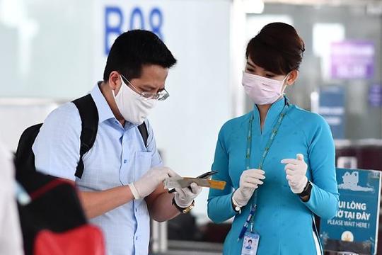 Hàng không tăng phí lúc dịch, giá vé máy bay giảm chỉ là ảo?