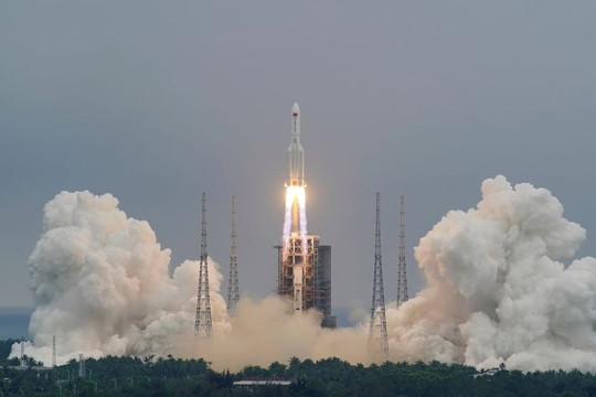 Trung Quốc nói các mảnh vỡ tên lửa Trường Chinh 5B rơi xuống phía tây Maldives, NASA lên tiếng