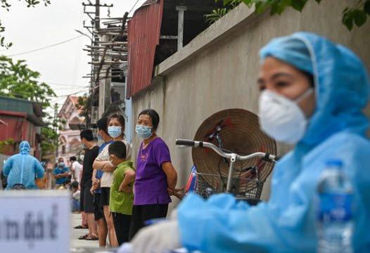 Nữ cán bộ tư pháp ở Hà Nội dương tính với SARS-CoV-2 sau khi âm tính lần 1