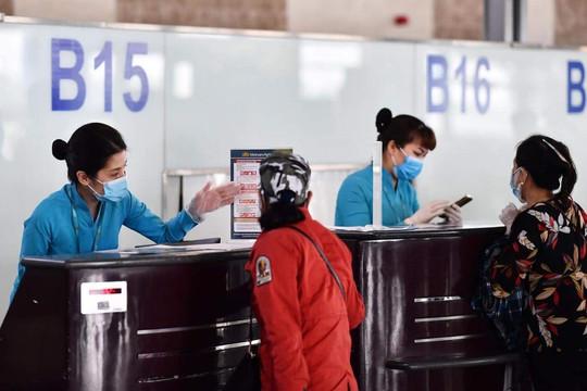 Khách hủy vé máy bay, hãng hàng không phải hoàn phí an ninh và dịch vụ