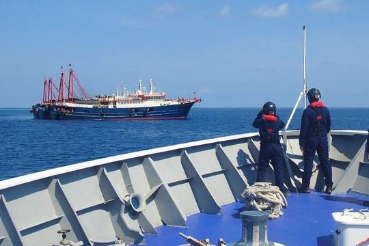 Tổng thống Philippines tuyên bố không lùi một tấc nhưng vẫn ngại đuổi tàu Trung Quốc