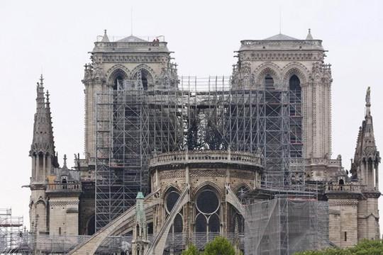 Nhiều bất ngờ dưới lớp tro của Nhà thờ Đức Bà Paris đang phục dựng