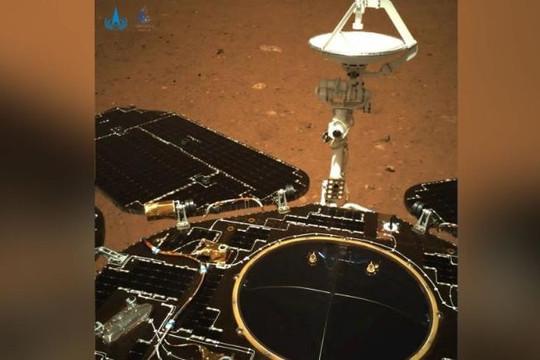 Trung Quốc khoe hình ảnh đầu tiên trên sao Hỏa do tàu Chúc Dung chụp