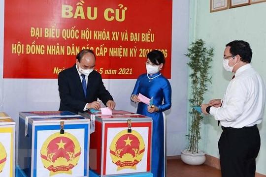 Chủ tịch nước Nguyễn Xuân Phúc đã hoàn thành bỏ phiếu tại Củ Chi, TP.HCM