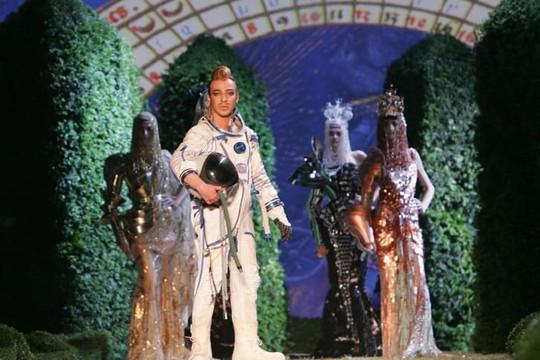 Từ cuộc chạy đua không gian đến những BST thời trang lấy cảm hứng ngoài vũ trụ