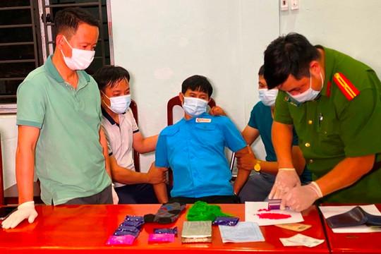 Lào Cai: Bắt giữ nguyên chủ tịch xã vận chuyển ma túy