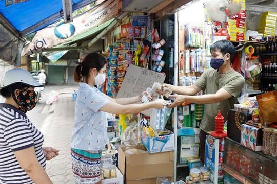 Đề xuất ưu tiên tiêm vắc xin COVID-19 cho người lao động tại các chợ và siêu thị