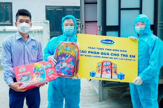 8.400 hộp sữa Vinamilk và nhiều quà tặng cho trẻ em đang cách ly tại Điện Biên