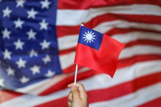 Trêu ngươi Trung Quốc, 3 thượng nghị sĩ Mỹ đến Đài Loan khi số ca tử vong do COVID-19 cao kỷ lục