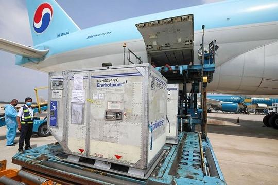 Ưu tiên hạ cánh cho các chuyến bay vận chuyển vắc xin COVID-19