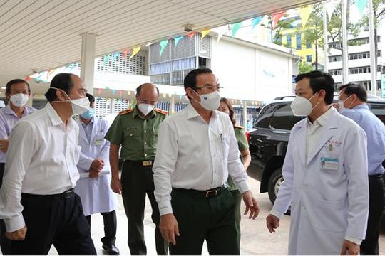Bí thư Thành ủy TP.HCM mong Bệnh Viện Chợ Rẫy cứu sống cán bộ công an mắc COVID-19