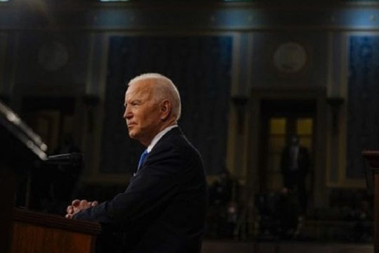 Lệnh cấm đầu tư vào hàng chục công ty Trung Quốc: Ông Biden lợi hại hơn Trump