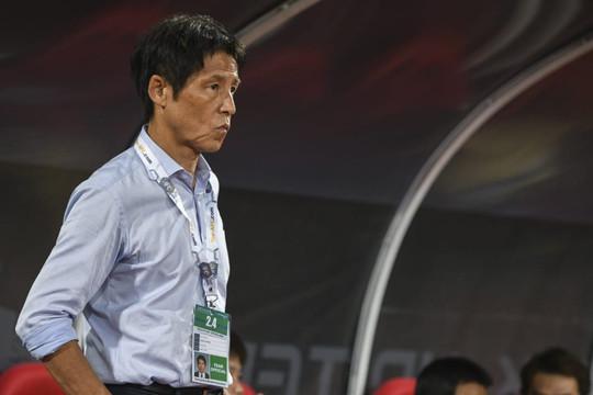 Thái Lan thua trận, HLV Nishino liên tục nhận lỗi trong áp lực đòi sa thải