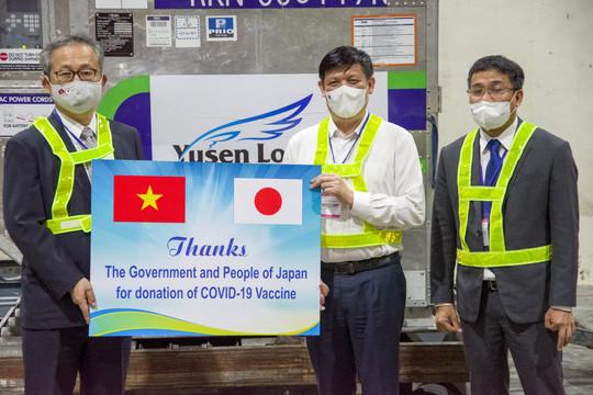 1 triệu liều vắc xin Nhật tặng đã đến Việt Nam và sẽ chuyển vào TP.HCM ngay hôm nay 17.6