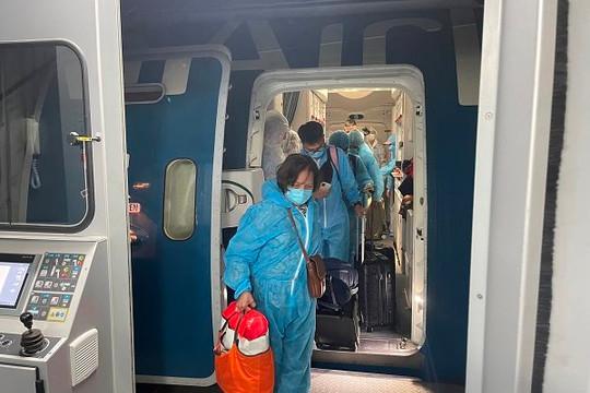 240 công dân Việt Nam từ Mỹ vừa về nước