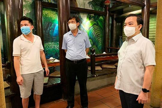 Phó chủ tịch Hà Nội: Có nhà hàng bên ngoài đóng cửa, bên trong ăn uống