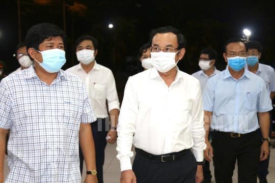 Bí thư Nguyễn Văn Nên cấp tốc thị sát tình hình chống dịch COVID-19 tại chợ Bình Điền