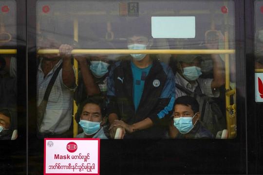 Nhiều ca chết vì thiếu oxy, dân tuyệt vọng tìm mua ở đợt bùng dịch COVID-19 tồi tệ nhất Myanmar