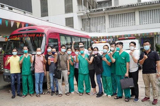 """Bệnh viện Chợ Rẫy điều 53 y bác sĩ """"tinh nhuệ"""" đến Trung tâm hồi sức bệnh nhân COVID-19"""