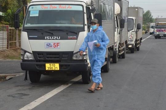 Sóc Trăng: Tài xế, phụ xế, người bốc xếp vận chuyển hàng hóa đường dài được tiêm vắc xin