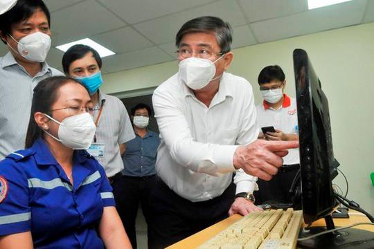 Chủ tịch UBND TP.HCM: Tuyệt đối không được chậm trễ vận chuyển bệnh nhân COVID-19