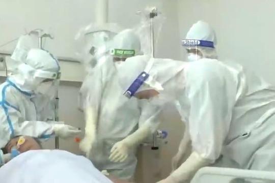 Clip nước mắt của bệnh nhân COVID-19 từng đối diện tử thần trong ngày xuất viện ở TP.HCM