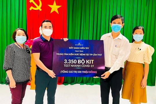Đất Xanh Miền Tây trao tặng CDC Cần Thơ 3.350 bộ Kit test nhanh COVID-19 trị giá 500 triệu đồng