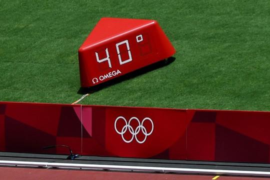 VĐV Olympic vật lộn với thời tiết đáng sợ ở Tokyo, tay vợt số 2 thế giới còn nhắc đến cái chết