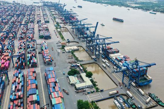 Hàng tồn tăng cao, TP.HCM tìm cách giải cứu cảng Cát Lái