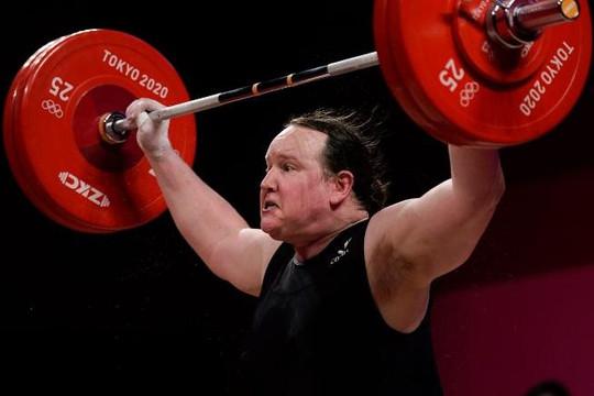 VĐV chuyển giới thảm bại khi tranh tài cử tạ với các VĐV nữ tại Olympic