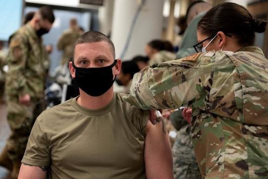 28 binh sĩ chết khi biến thể Delta càn quét Mỹ,  tiêm vắc xin có thể trở thành quân lệnh