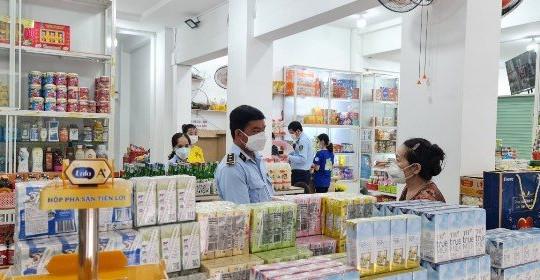 An Giang: Xử phạt 750 ngàn đồng một tiệm bách hóa tổng hợp vì niêm yết giá gây nhầm lẫn cho khách hàng