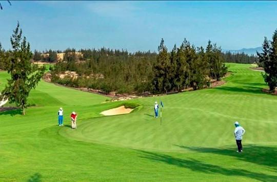 Tổng cục Thuế đình chỉ công tác 15 ngày với Phó Cục trưởng Cục thuế Bình Định đi chơi golf