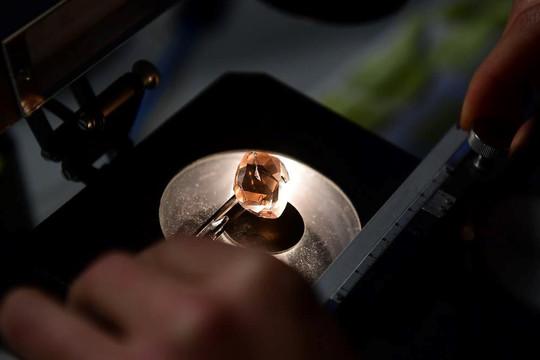 Loại thủy tinh mạnh  mẽ nhất thế giới cứng như kim cương