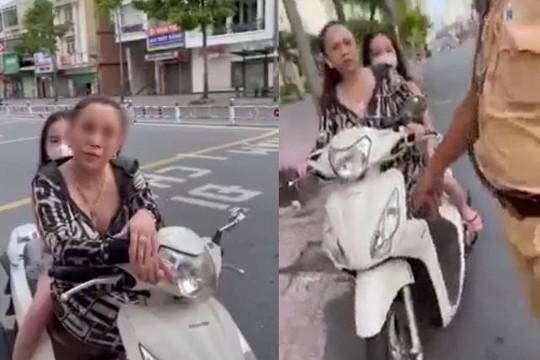 Clip người phụ nữ ở TP.HCM không đeo khẩu trang cãi cố với CSGT: 'Không có dịch bệnh'