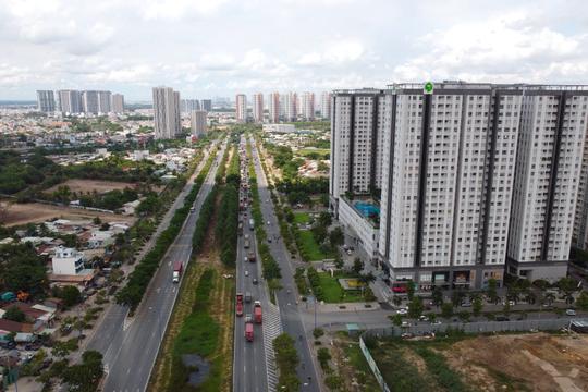 Nghịch lý sức mua giảm mạnh, giá bán chung cư vẫn 'leo thang'