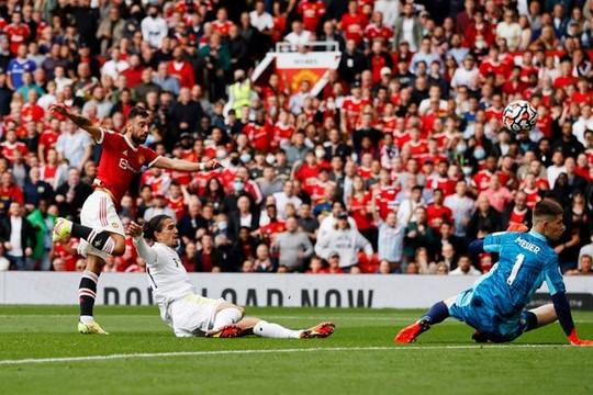 Bruno Fernandes lập hattrick, Pogba kiến tạo 4 lần, Man United ghi 5 bàn vùi dập Leeds United